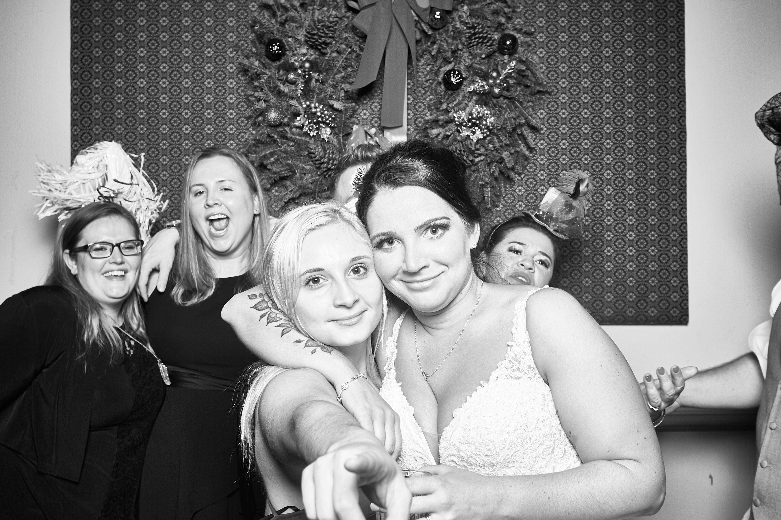 Alexa-James-Wedding-Photo-Booth994.jpg