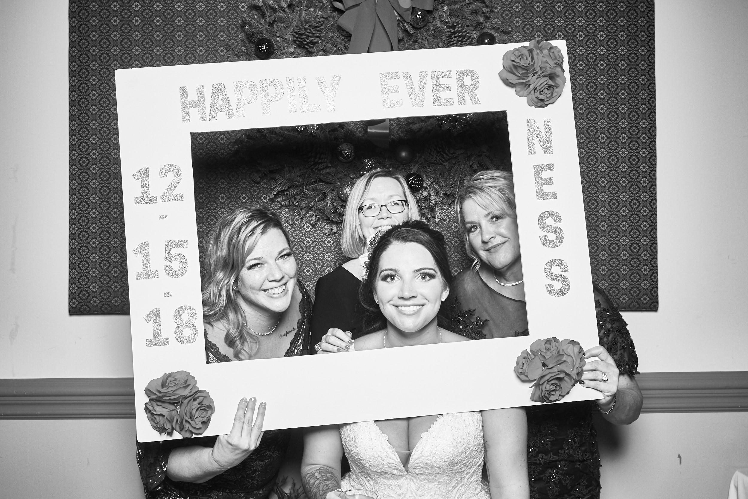 Alexa-James-Wedding-Photo-Booth997.jpg
