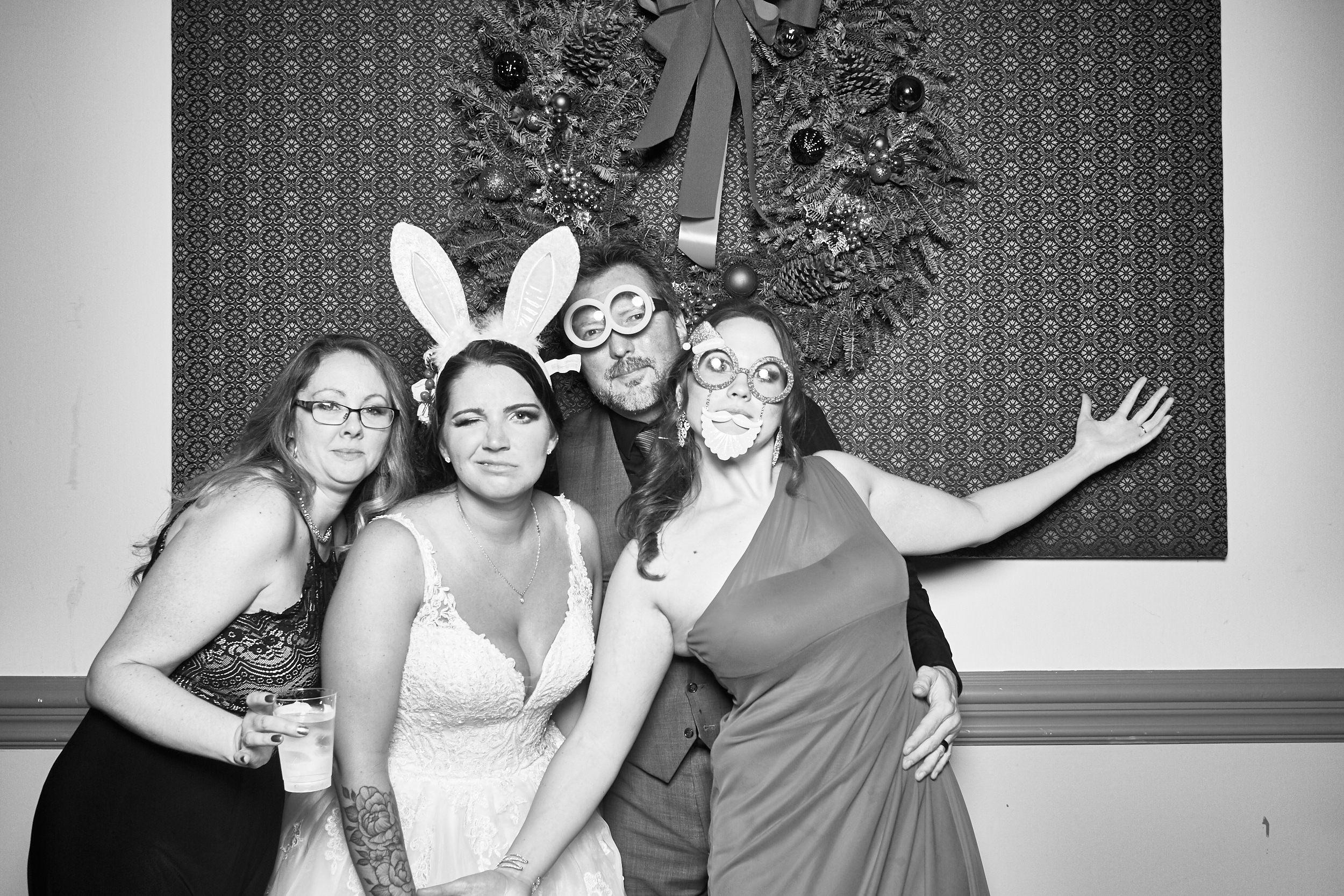 Alexa-James-Wedding-Photo-Booth1002.jpg