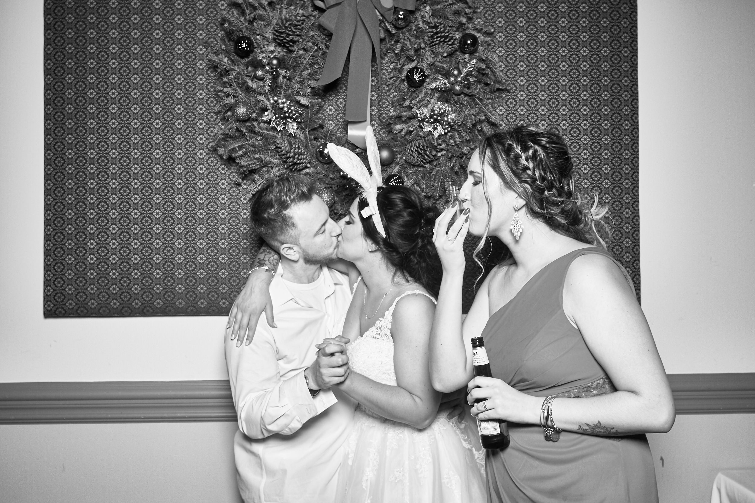 Alexa-James-Wedding-Photo-Booth1005.jpg