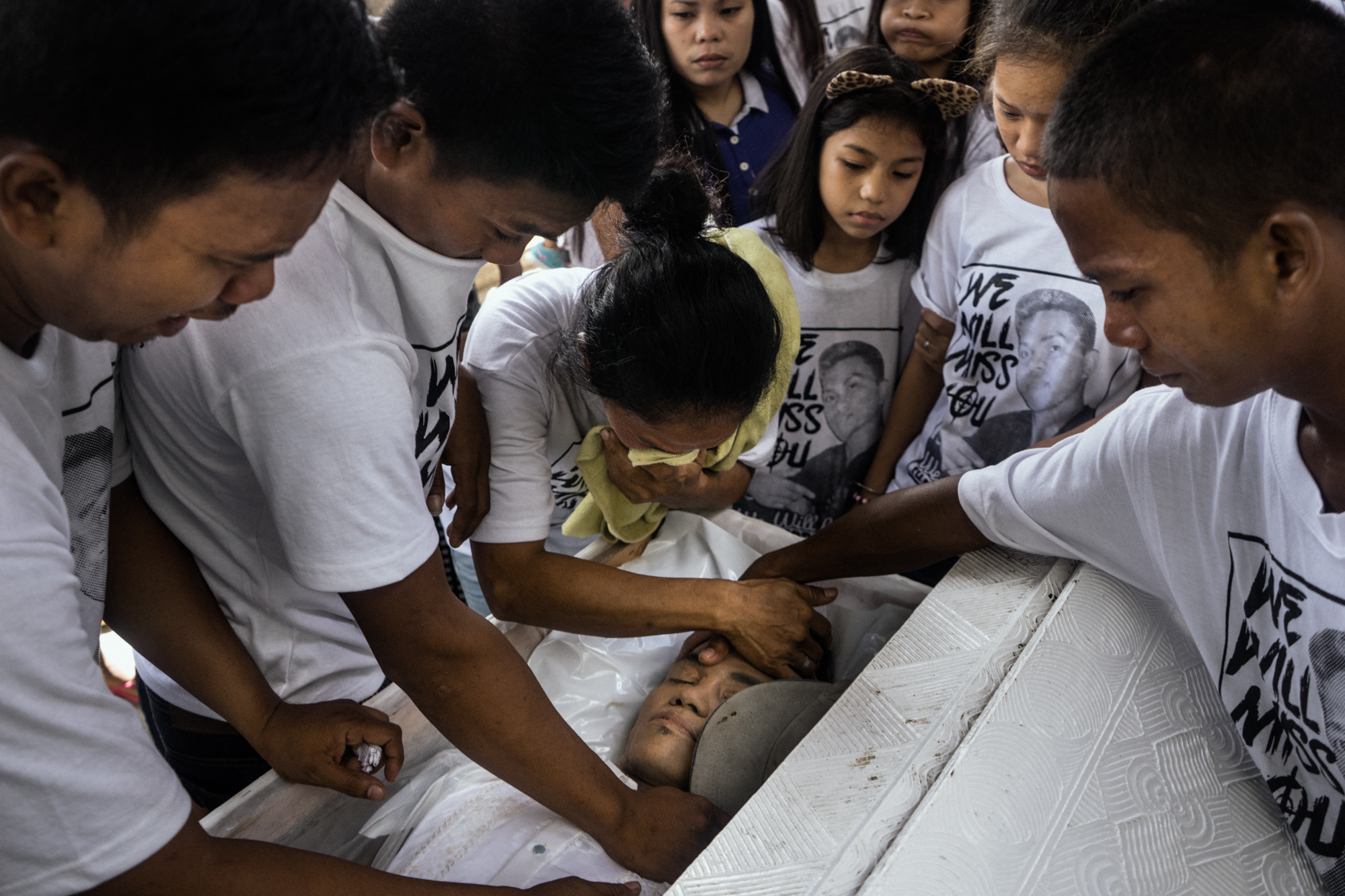 Relatives of Jhay Lord Clemente, a victim of President Rodrigo Duterte's 'War on Drugs' weep at his burial on Sunday, September 18, 2016, South of Manila, Philippines. Jhay Lord was gunned down together with his girlfriend, and scavenged trash for a living.