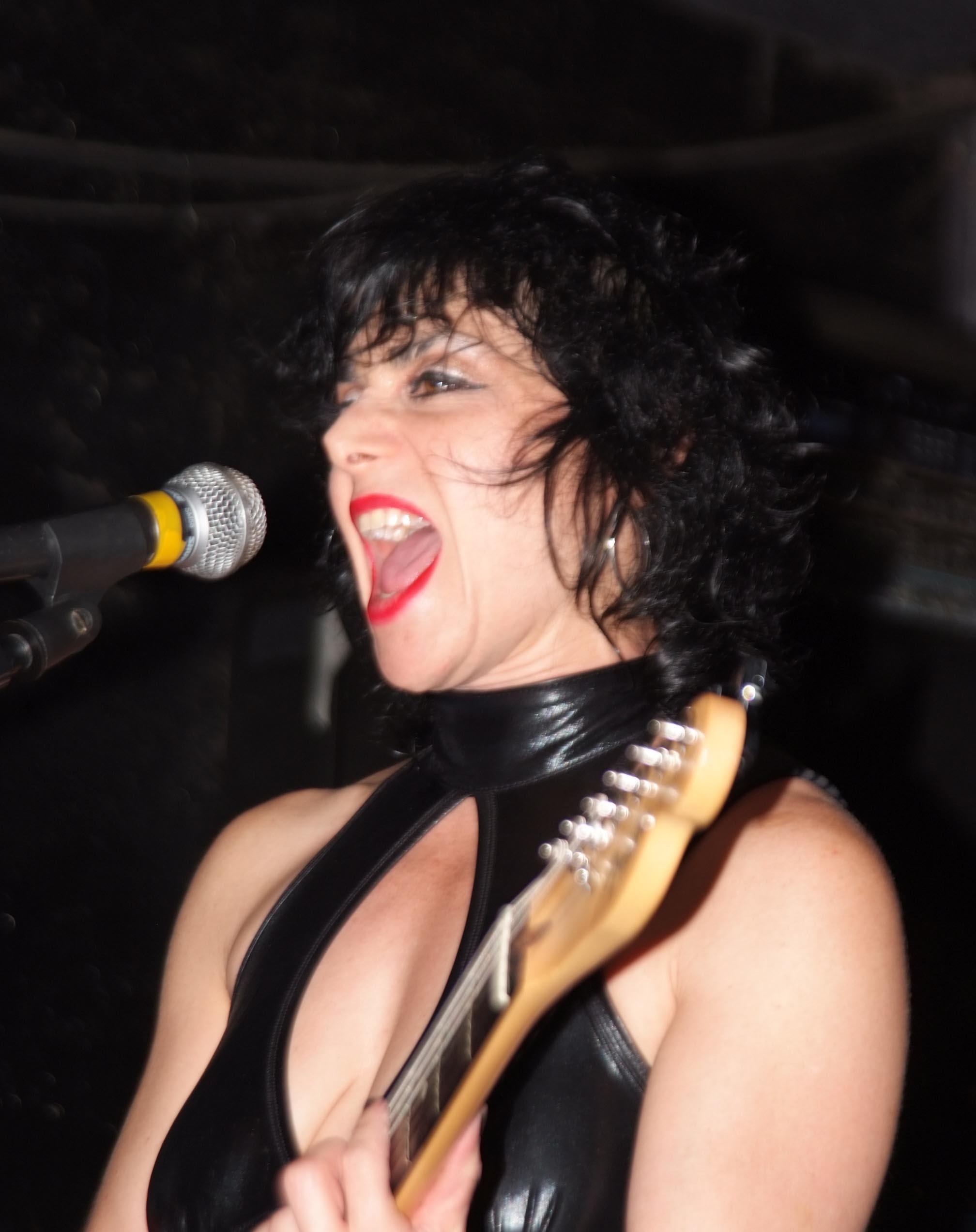Jana Peri Live @ Maxwell's (cropped).jpg