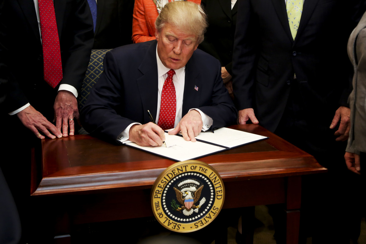 president-trump-signs-executive-order-rolling-back-environmental-regulation.jpg
