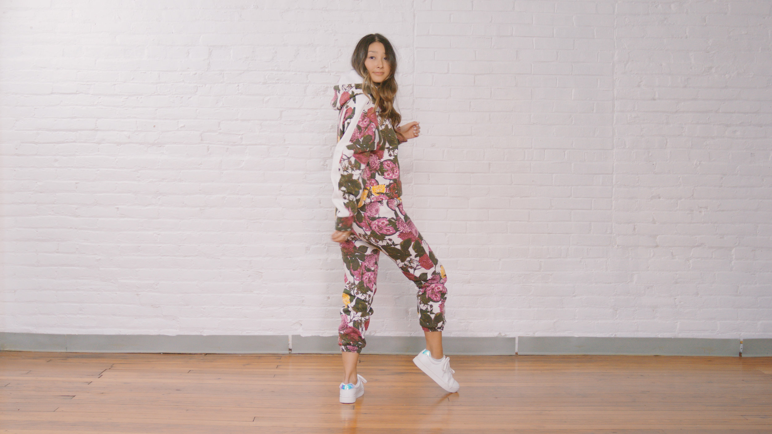 RACHEL ROY FLORAL MATCH SET - Stand out with a vibrant print. This is a great set you can mix and match to dress up and down depending on your lifestyle.