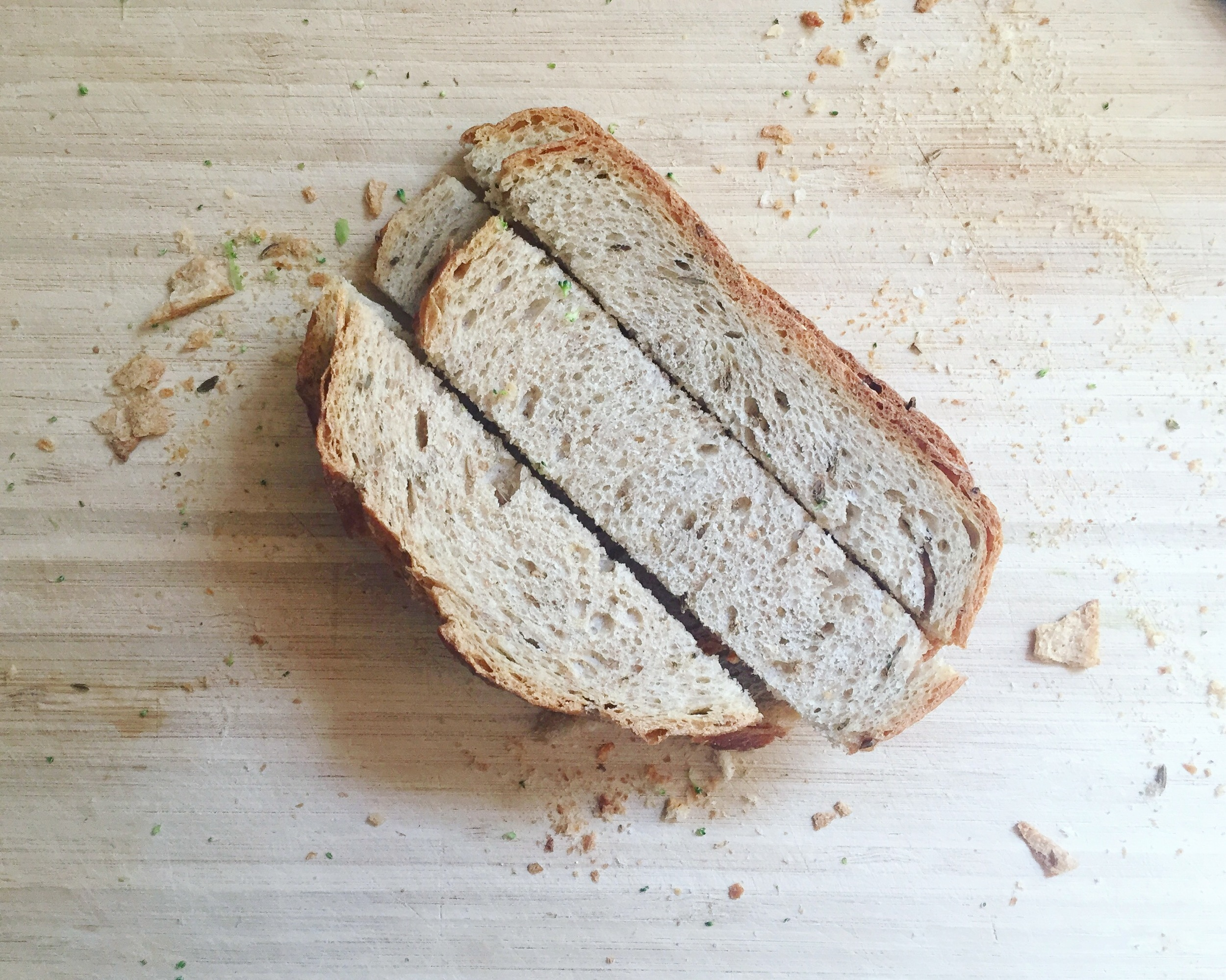 turn-stale-bread-into-bread-crumbs