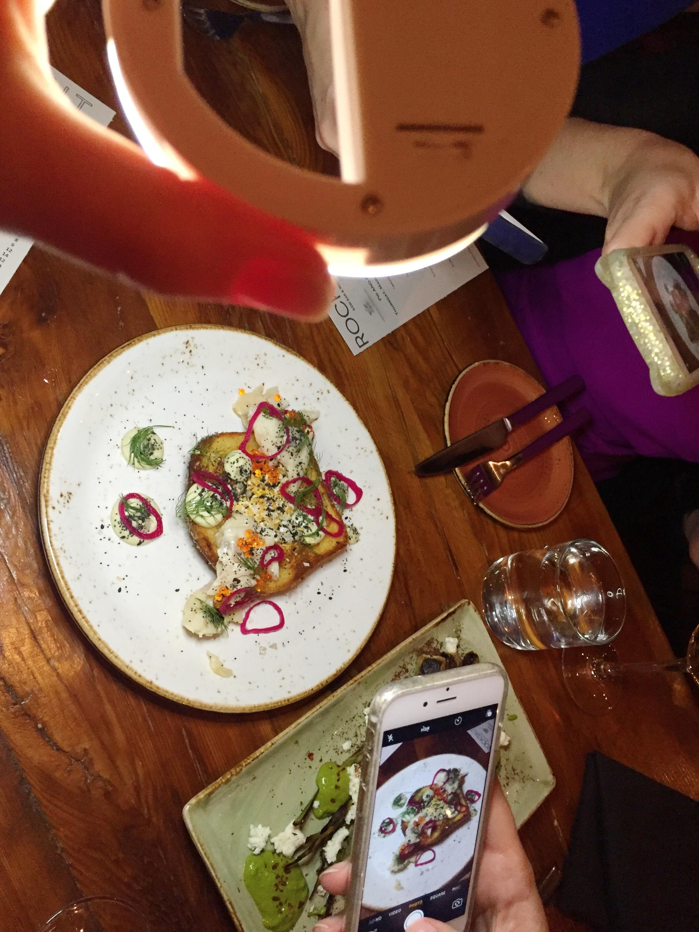 food-blogger-tool-portable-light-for-dark-restaurants