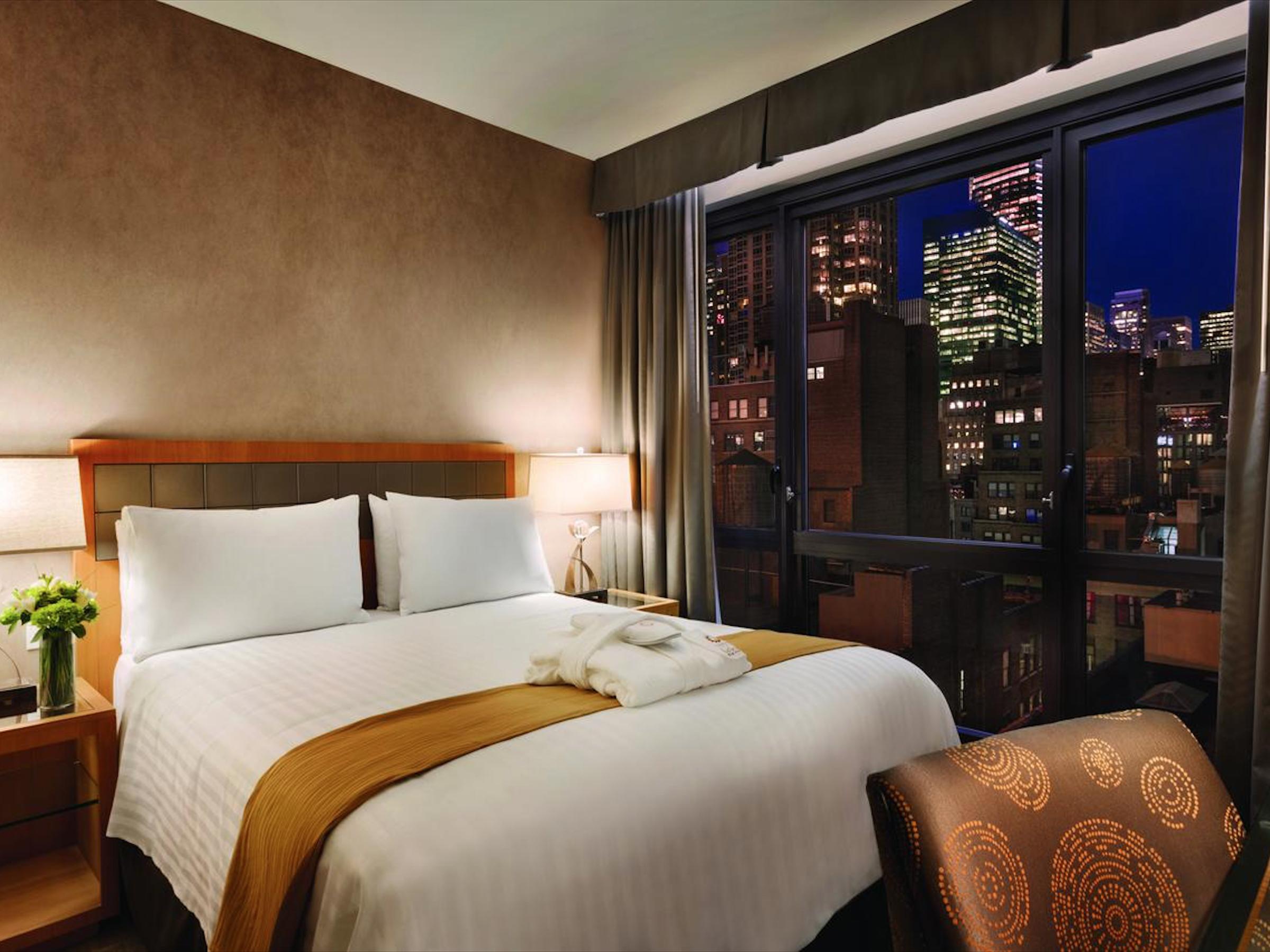 Executive Hotel Le Soleil ✩✩✩✩ - Стандартный номер:От $160 за ночь(В зависимости от сезона)Район: Мидтаун