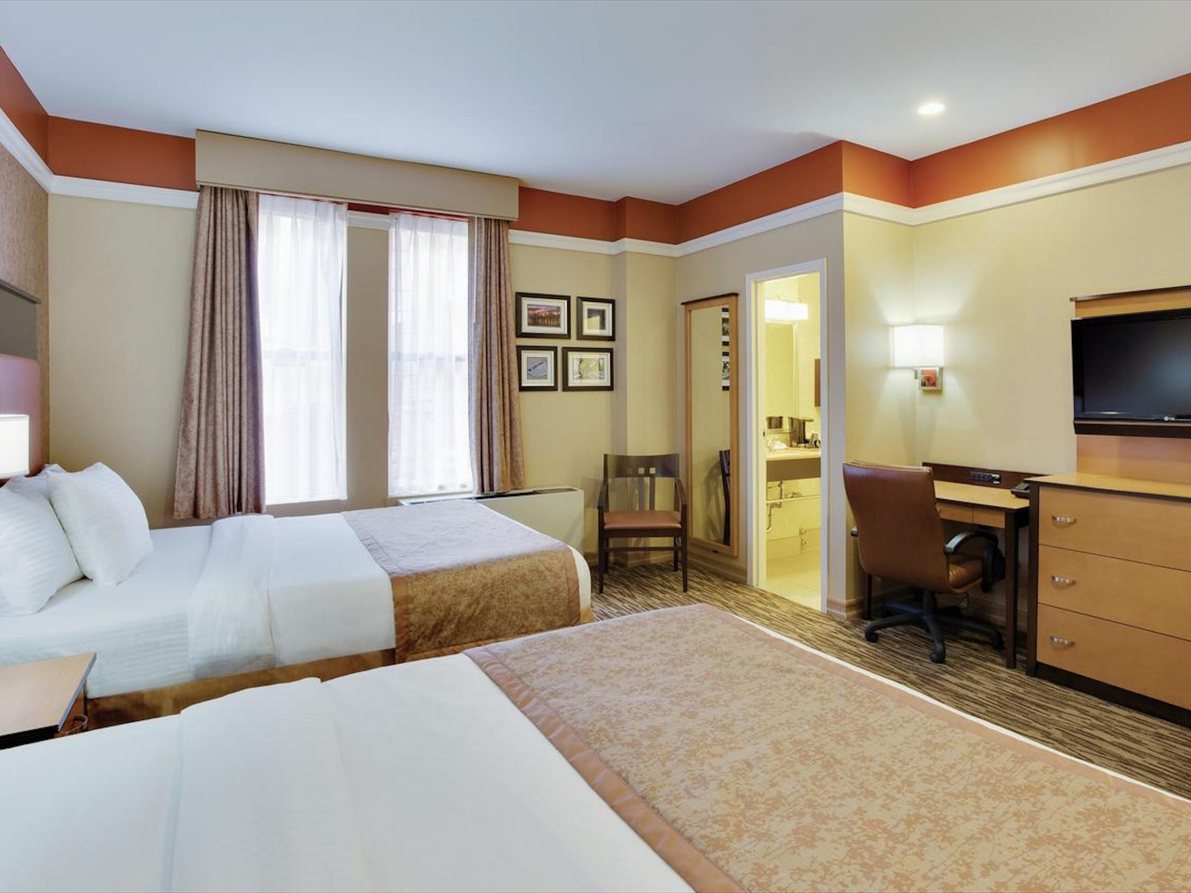 La Quinta Inn & Suites Manhattan ✩✩✩ - Стандартный номер:От $90 за ночь(В зависимости от сезона)Район: Мидтаун