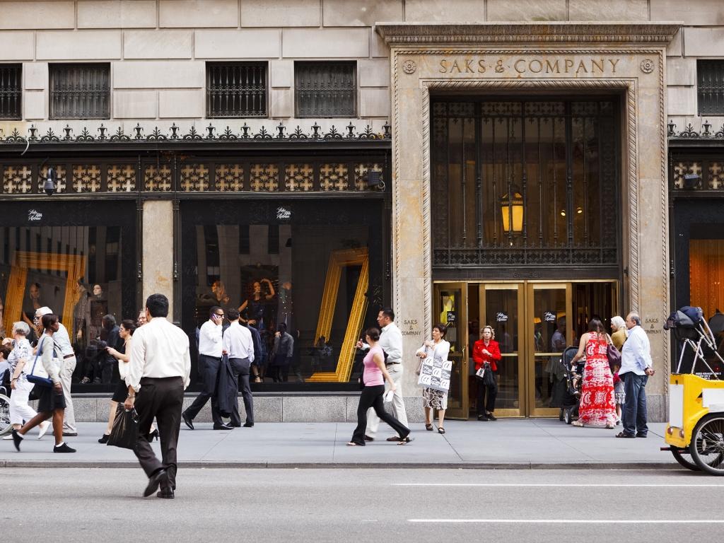 Saks Fifth Avenue - 611 5th Ave, New York, NY
