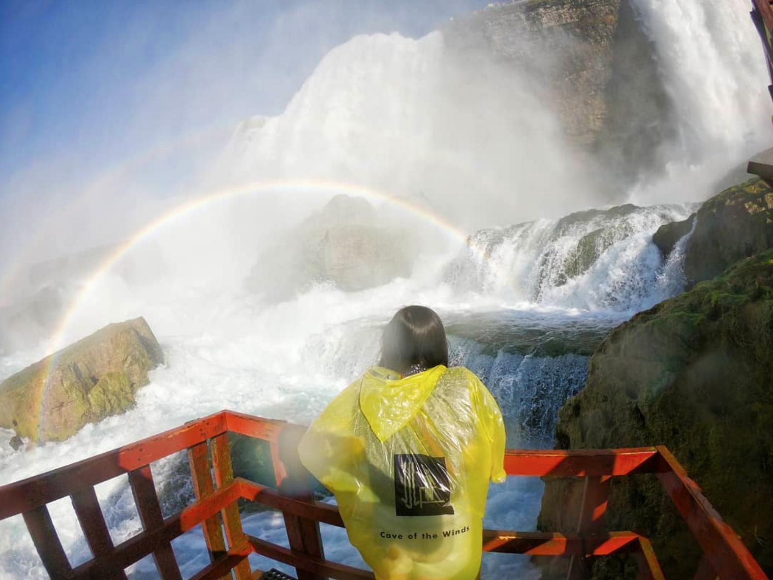Ниагарский водопад подножие.jpg