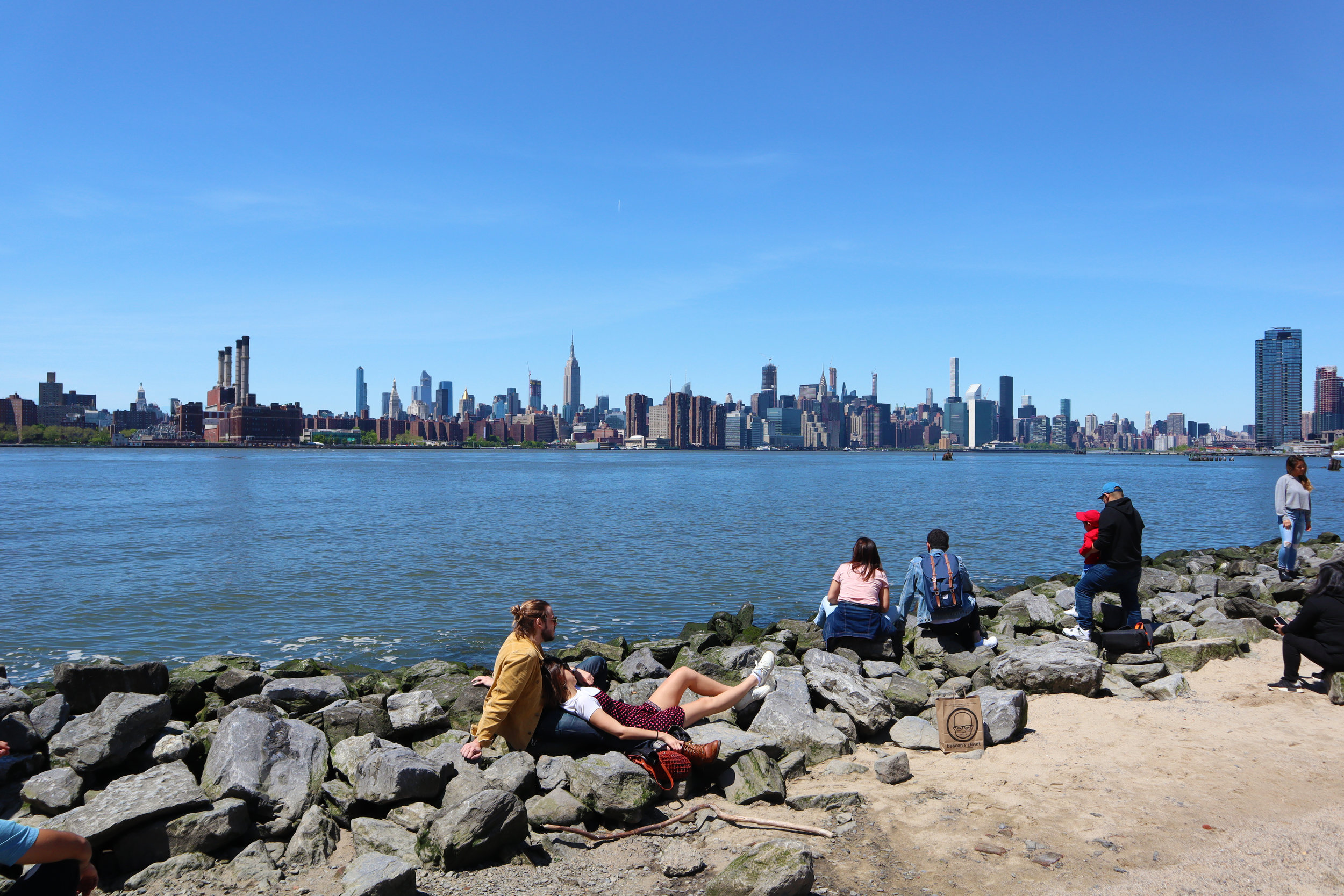 Уильямсбург вид на Нью-Йорк с берега.jpg