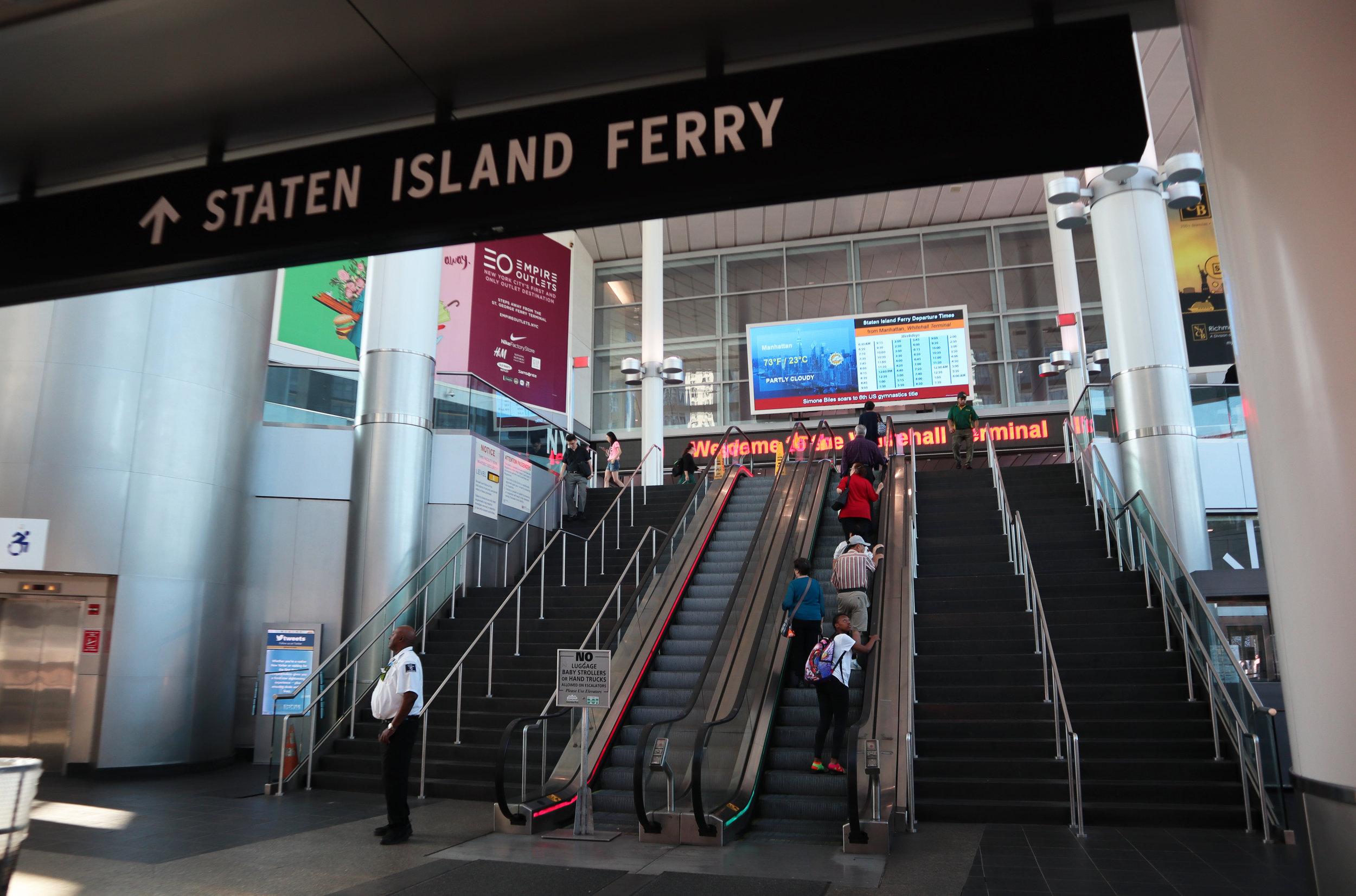 Внутри терминала Стейтен Айленд Ферри.jpg