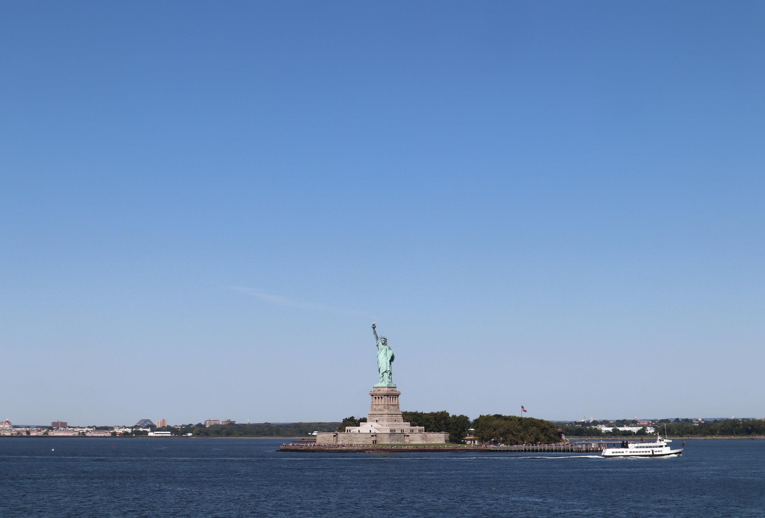 Вид на Статую Свободы с правого борта парома Staten Island Ferry