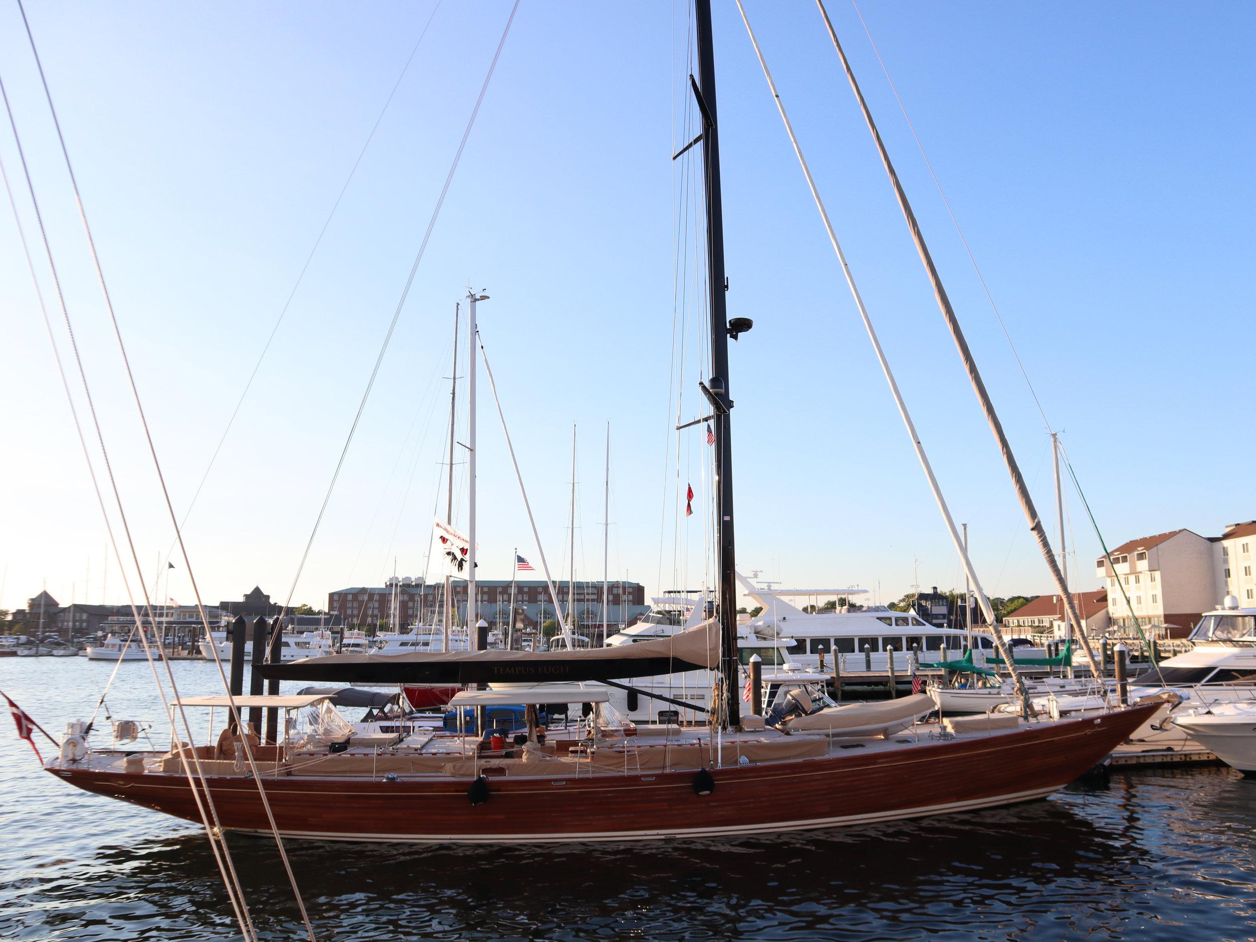 Яхта Род Айленд Ньюпорт.jpg