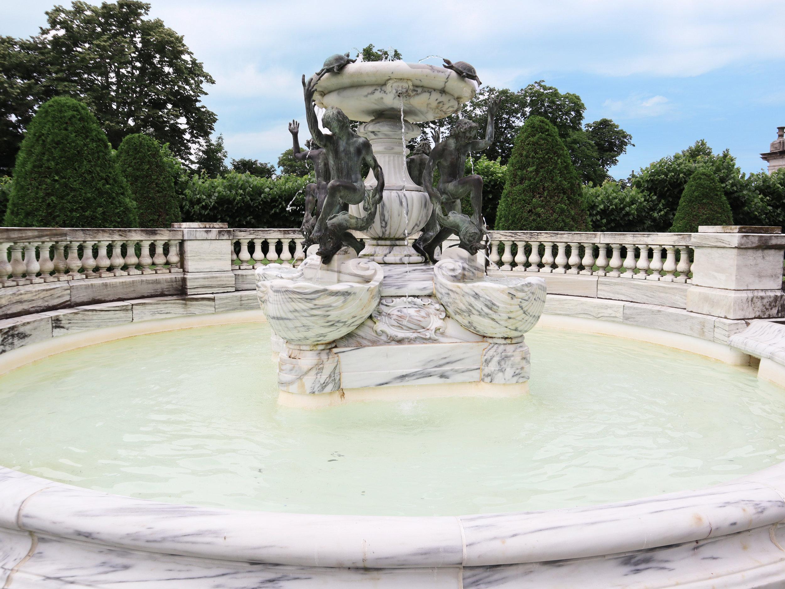 The Elms фонтан.jpg