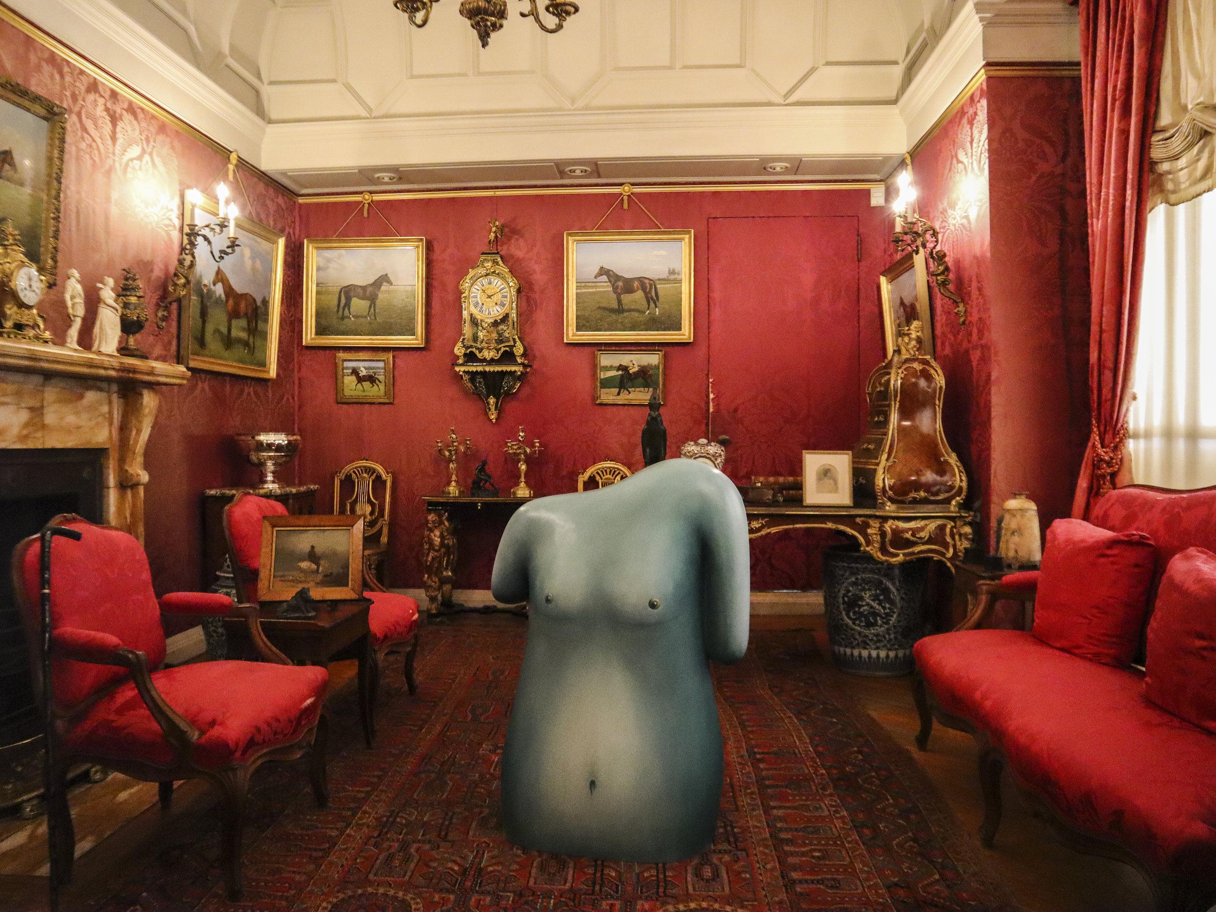 Marble house внутри особняка.jpg
