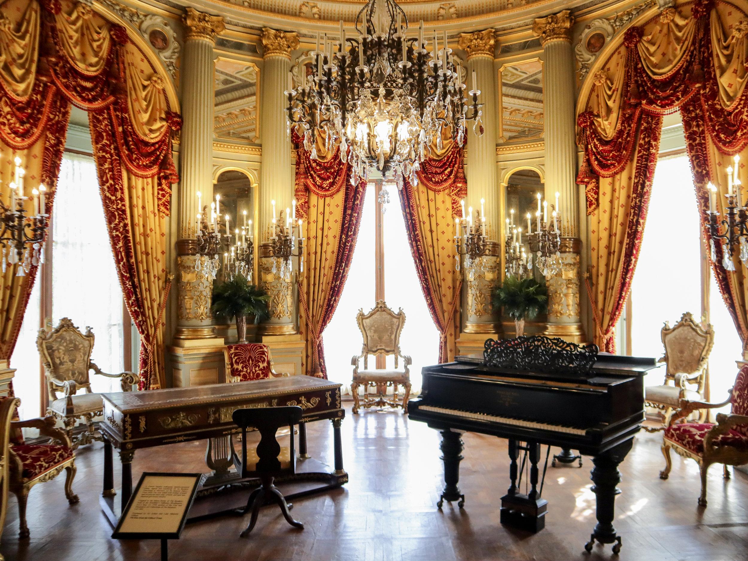 The breakers особняк изнутри пианино.jpg