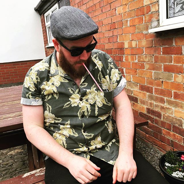 Who wore it better?  Yes I'm drinking a pint through a straw from my pocket.  It's called innovation.  #pocketpint #pub #thatchershaze #doggo #summer #hat