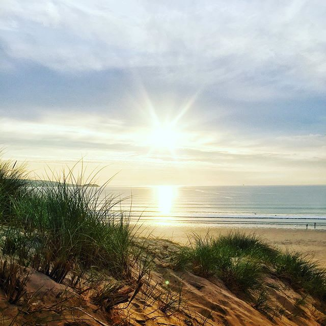 Back for our weekly pilgrimage to Hayle which is a new favourite place for sure. 3 miles of almost deserted beach just a few miles from the bustle of St Ives.  #gig #bicyclerepairman #livemusic #cornwall #hayle #beach #sunset