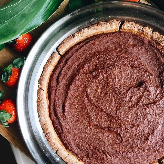 Ooooowweee!!! @shweetea made the most amazing version of @mrs_vegan famous pumpkin pie!! 🎃👅🙌🏼 #thanksliving