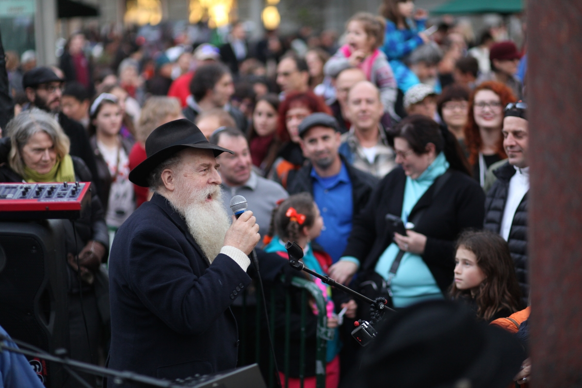 Chanukah UnionSquare 140.jpg