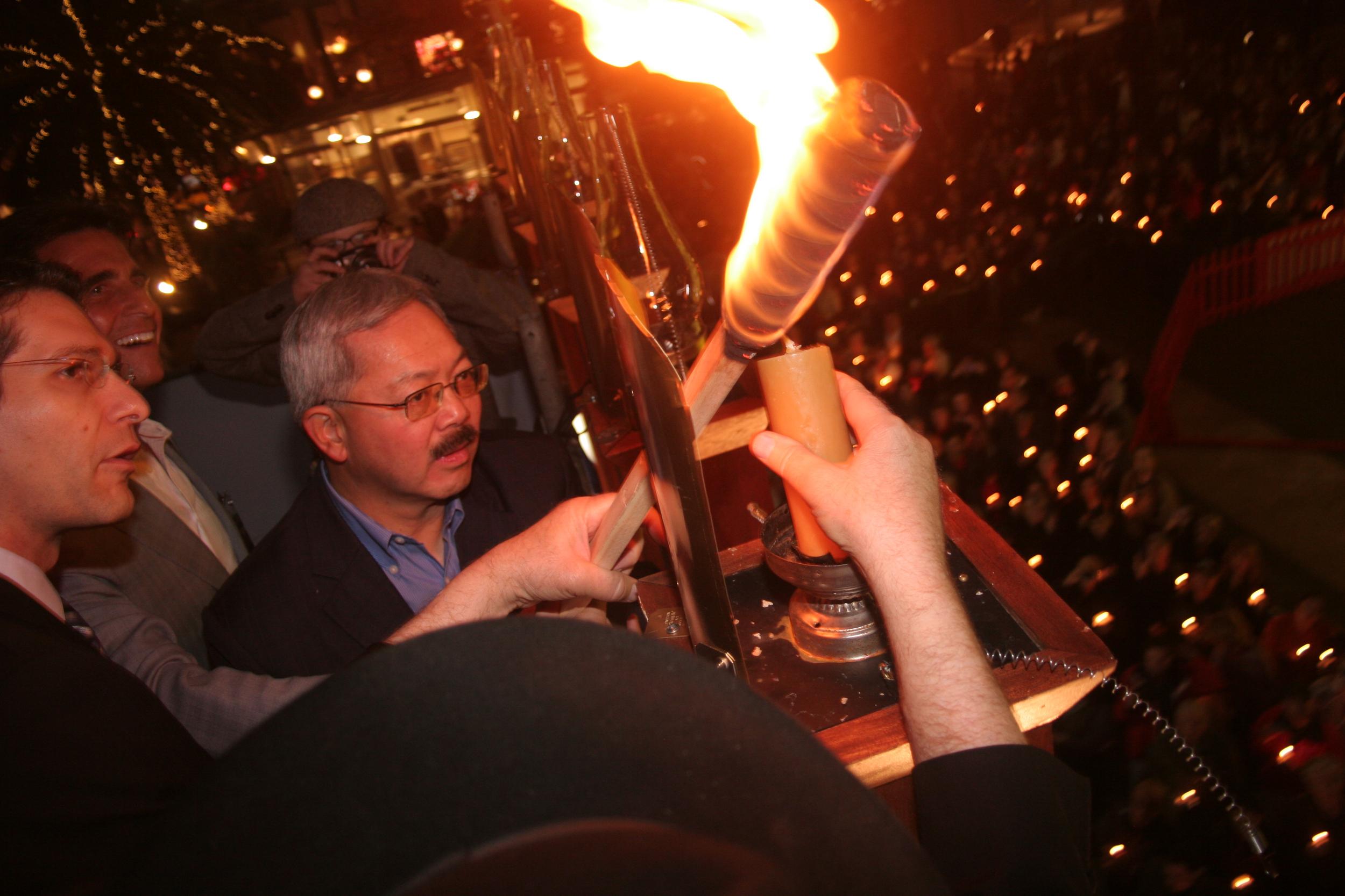 Menorah Lighting 2012 1288.jpg