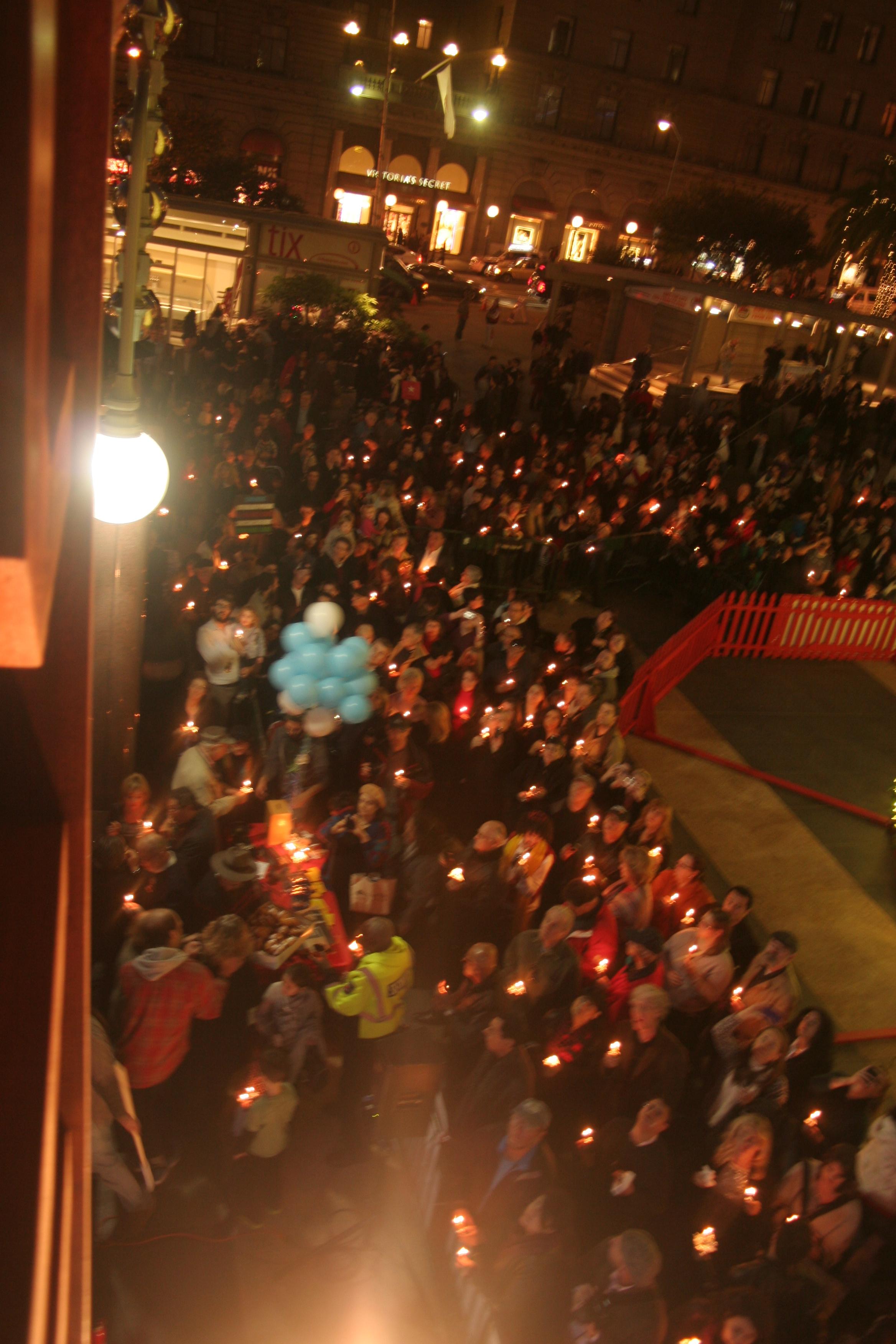 Menorah Lighting 2012 1320.jpg