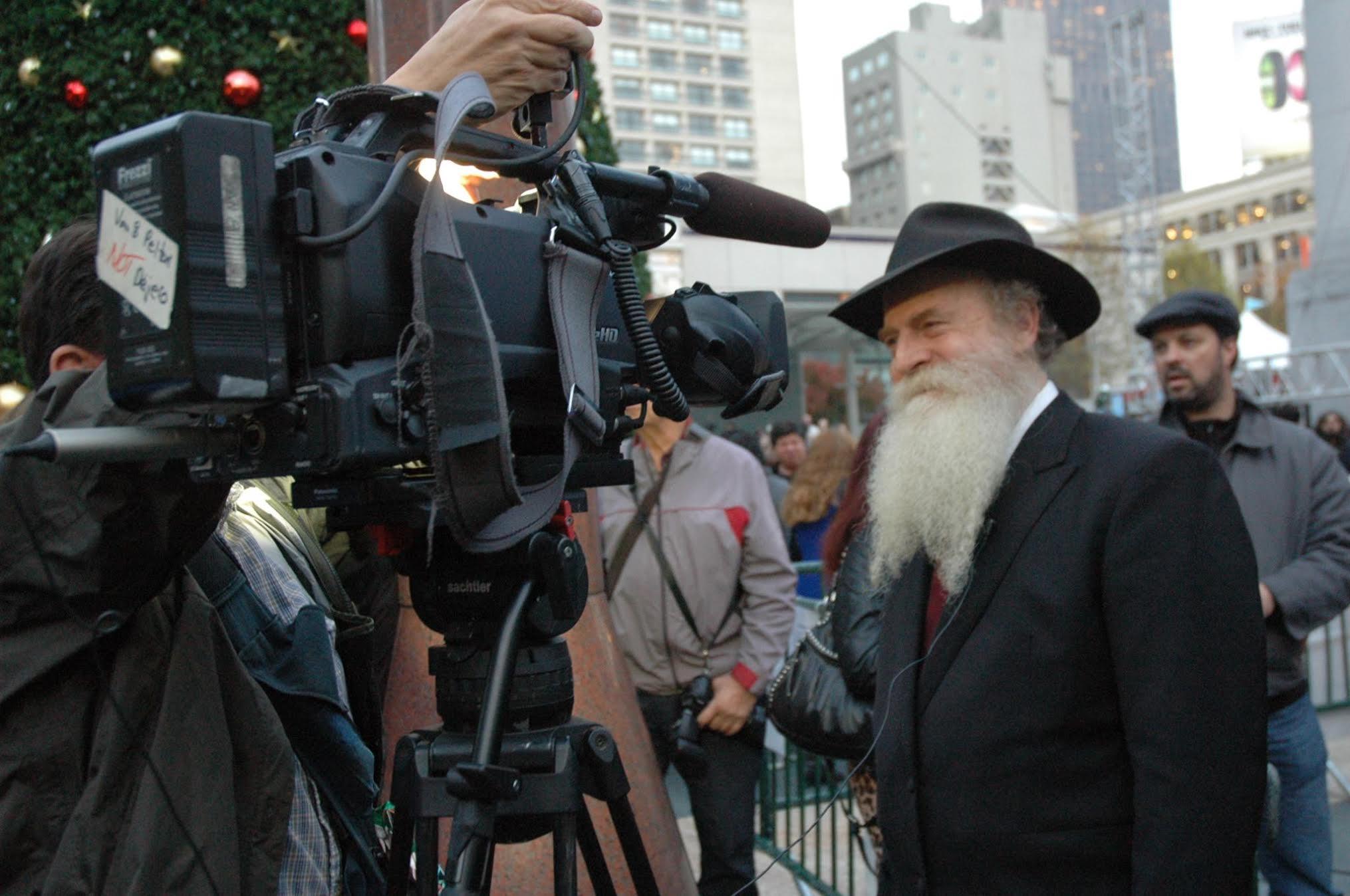 rabbi_earth_Press_TV.jpg