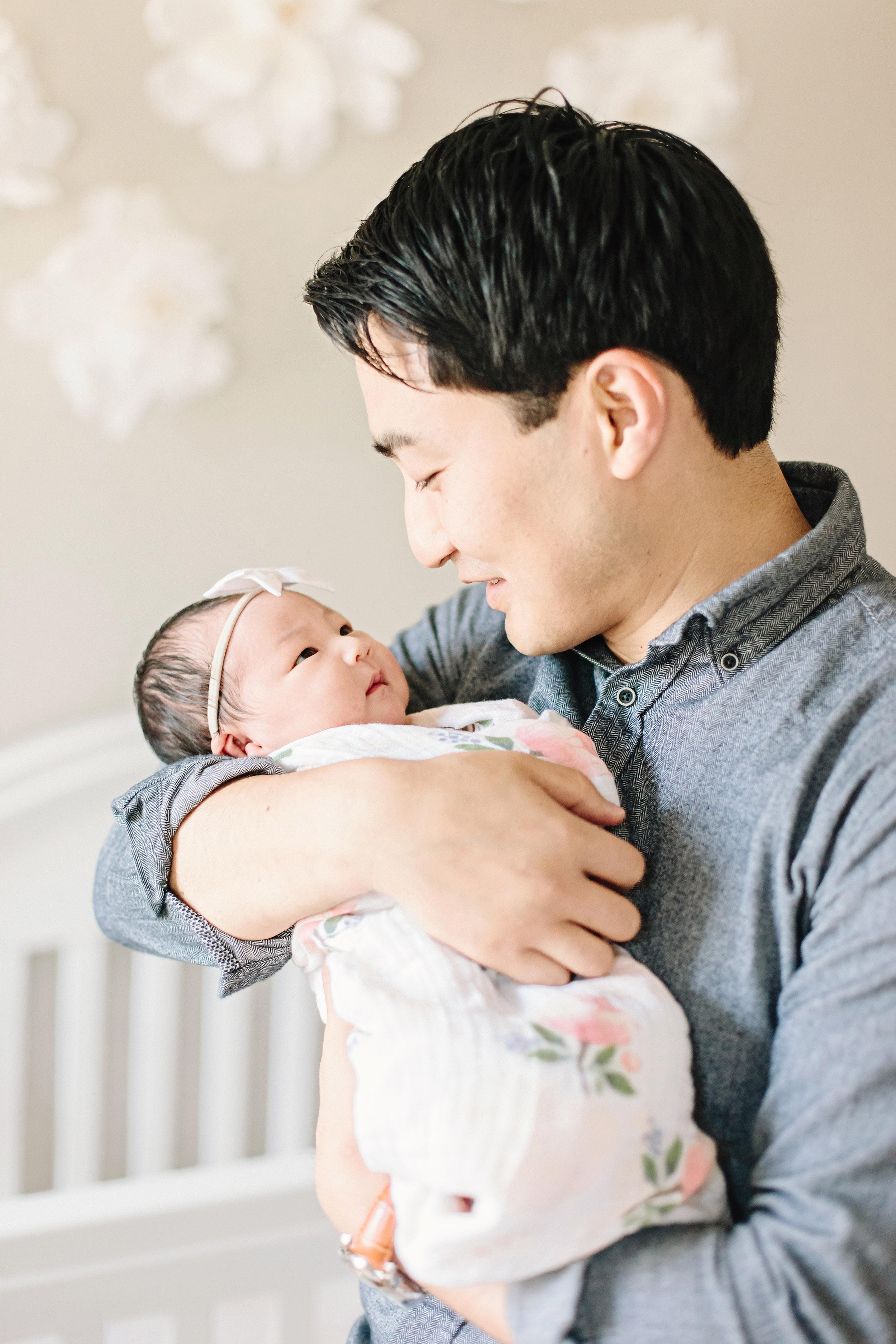 Houston Lifestyle Newborn Photography_Daddy Daughter_Cassie Schott Photography