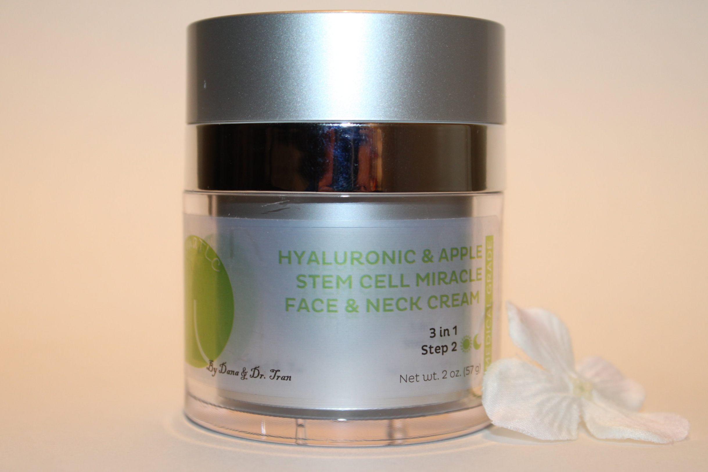 Hyaluronic and Apple Stem Cell Face and Neck Cream