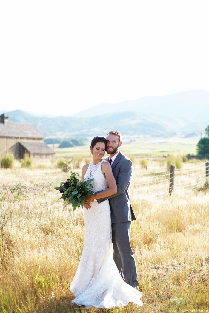 Barn_Nature_Bridal_Groomal_First_Look_Utah_Wedding_Photographer_0009.jpg