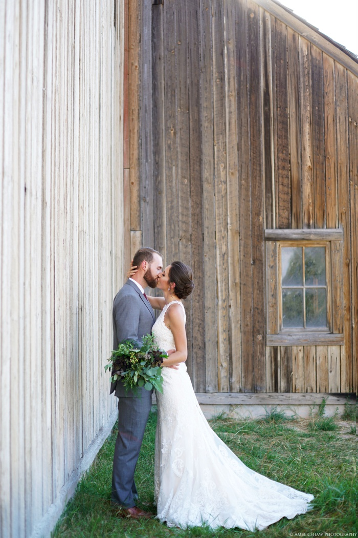 Barn_Nature_Bridal_Groomal_First_Look_Utah_Wedding_Photographer_0021.jpg
