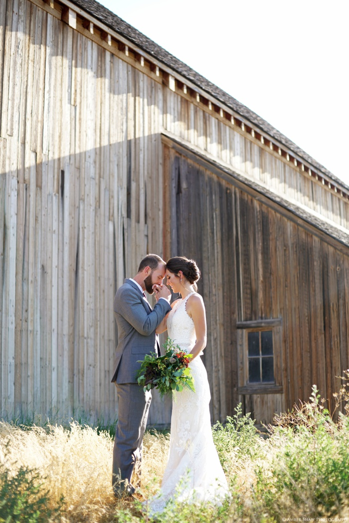 Barn_Nature_Bridal_Groomal_First_Look_Utah_Wedding_Photographer_0026.jpg