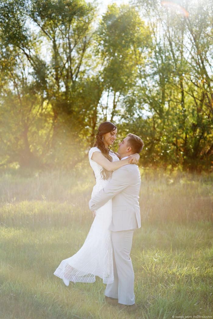 Summer_Outdoor_Bridal_Groomal_Utah_Wedding_Photographer_0026.jpg