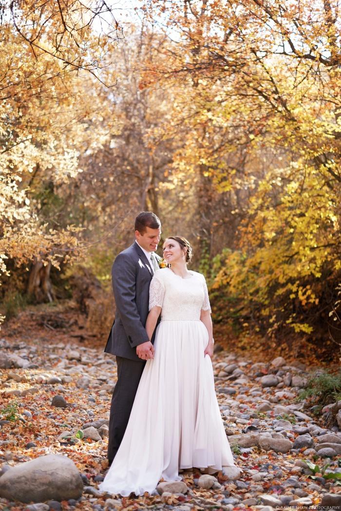 Fall_Payson_Temple_Utah_Wedding_Photographer_0021.jpg