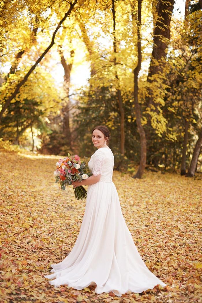 Fall_Payson_Temple_Utah_Wedding_Photographer_0028.jpg