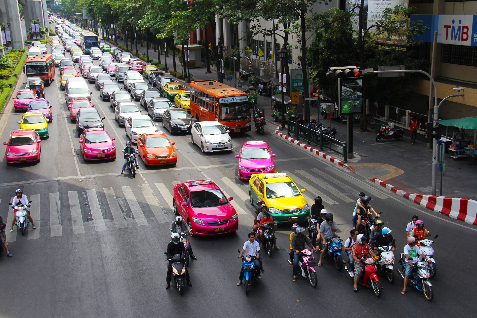car-color-selection-street.jpg
