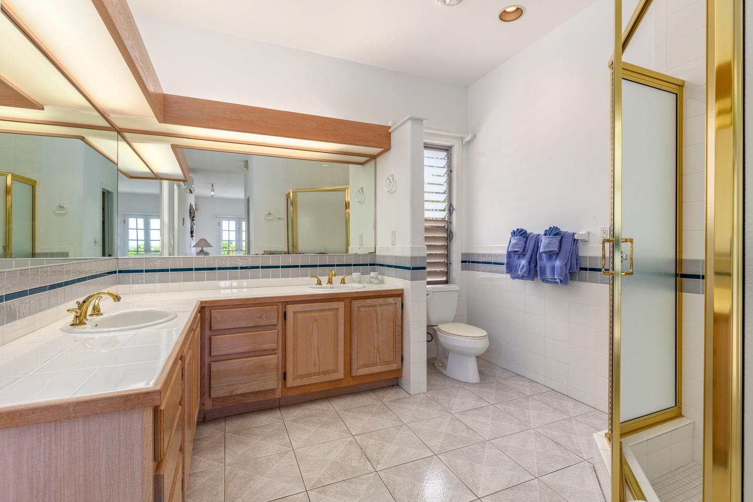 776556  776560 Alii Drive-large-040-31-Bathroom-1500x1000-72dpi.jpg