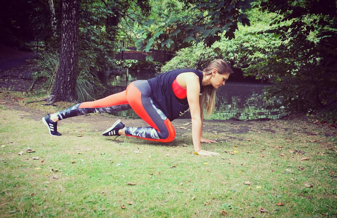 TRY THIS! Blackheath Studio Personal Trainer Karolina hitting the floor in perfect form for some Mountain Climbers - Great CORE WORK