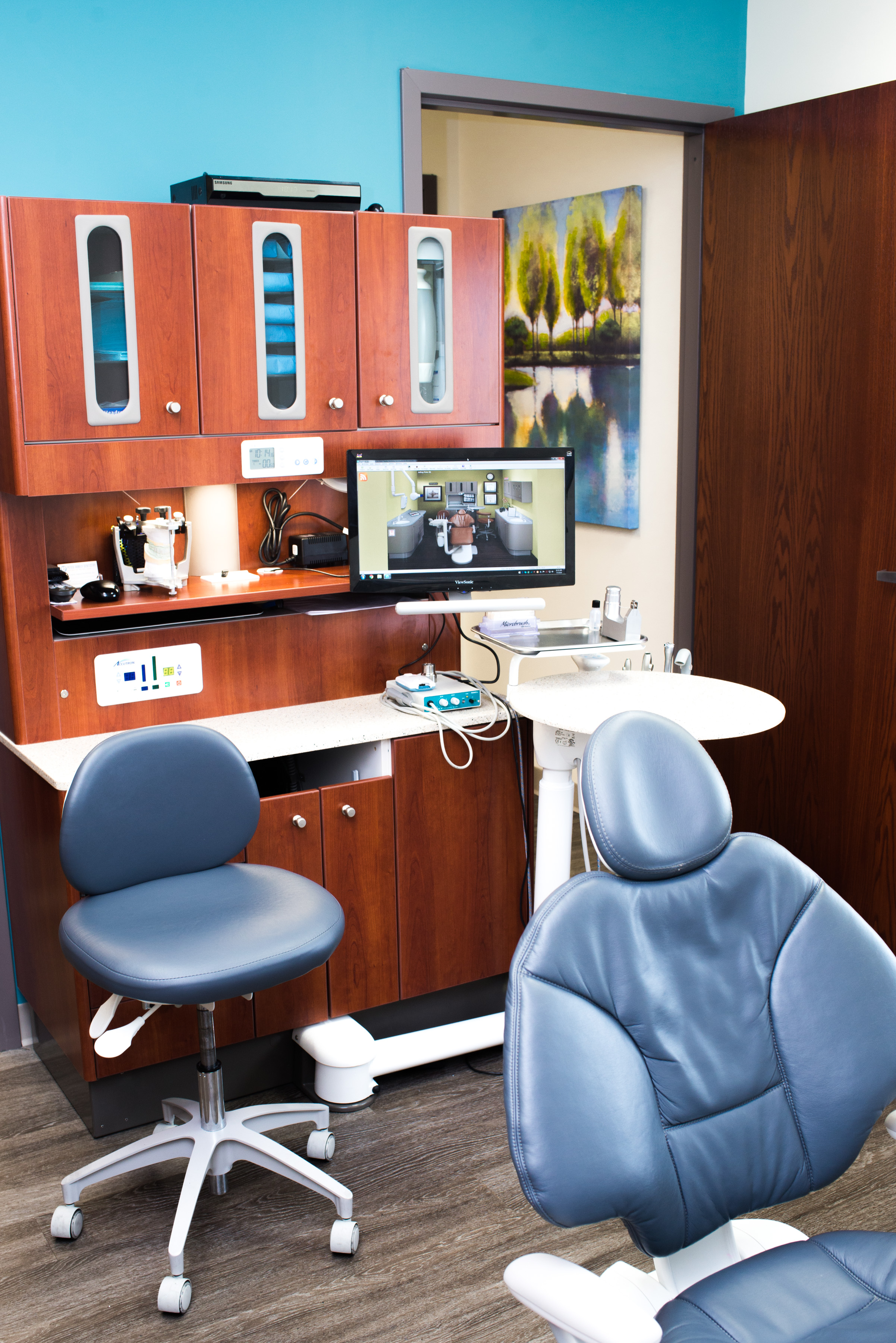 Dentist Office With Cabinets