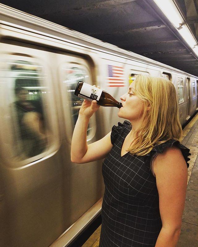 Park Wine + NYC Subway = Friday nailed 👌🏻 #parkwine #vinteloper