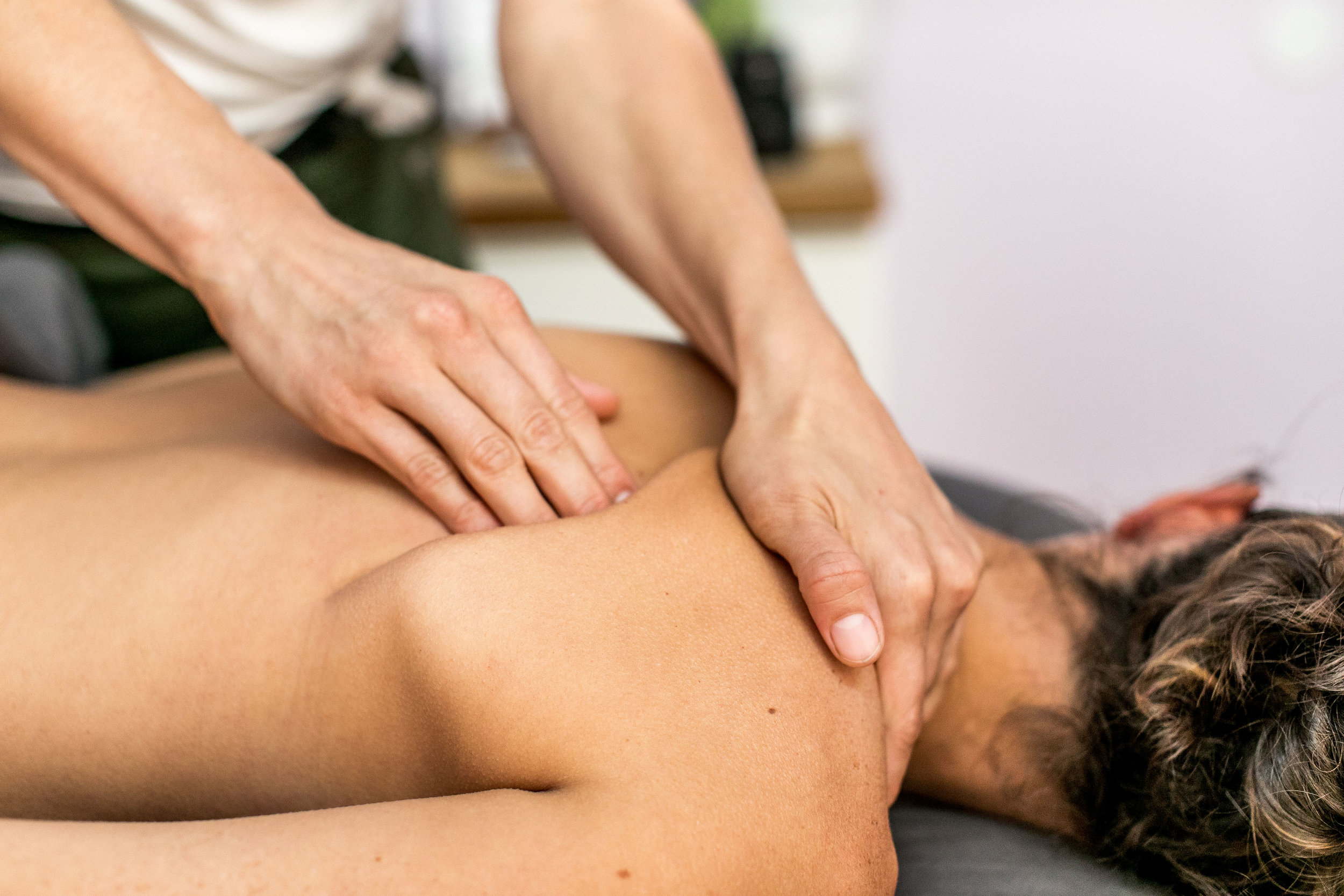 Relaxing Massage - Enjoy a range of therapeutic massage services that include free aromatherapy