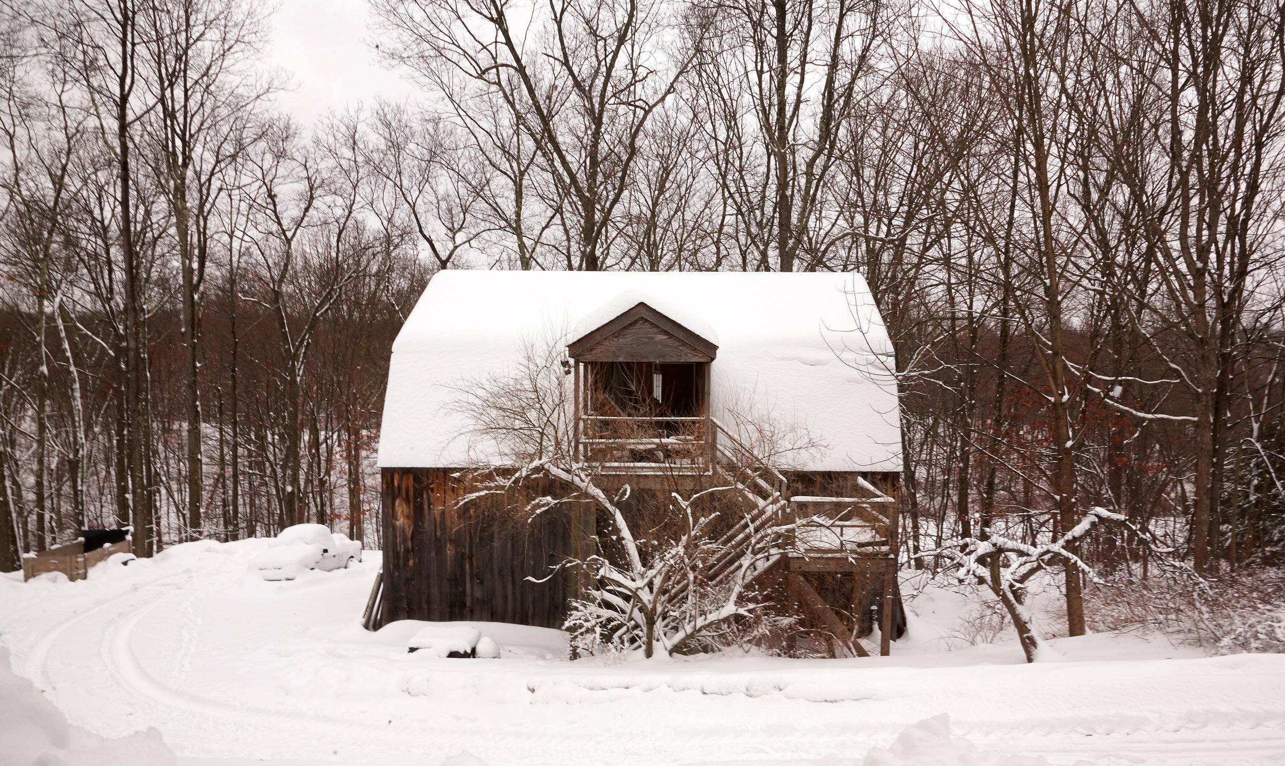 BARN-IN-SNOW-AT-WILTSHIRE-FARM-©JONATHAN-R.-BECKERMAN-PHOTOGRAPHY.jpg