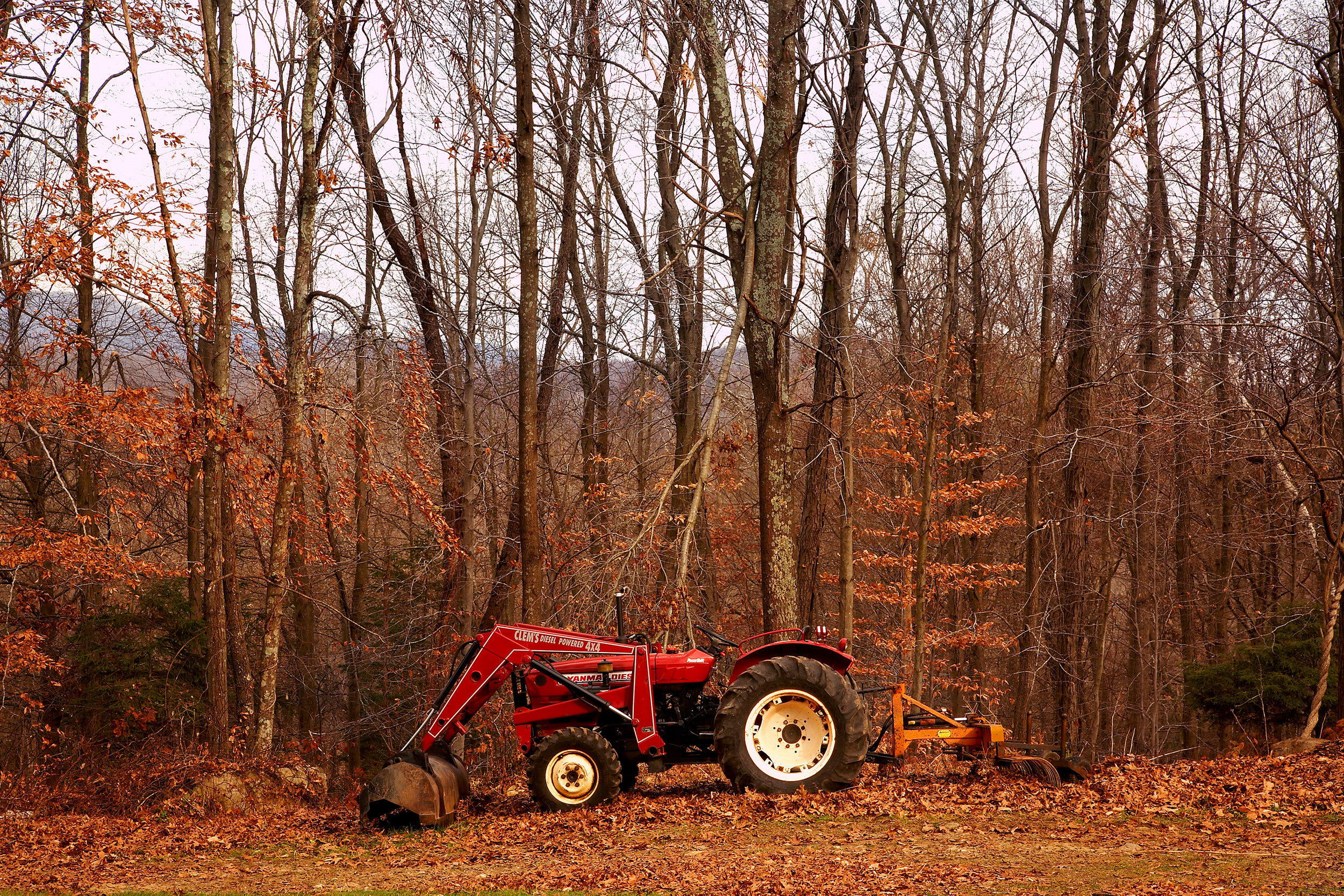 FARM-TRACTOR-AT-WILTSHIRE-FARM-C-RED-FALL-AUTUM-©-JONATHAN-R.-BECKERMAN-PHOTOGRAPHY-02.jpg