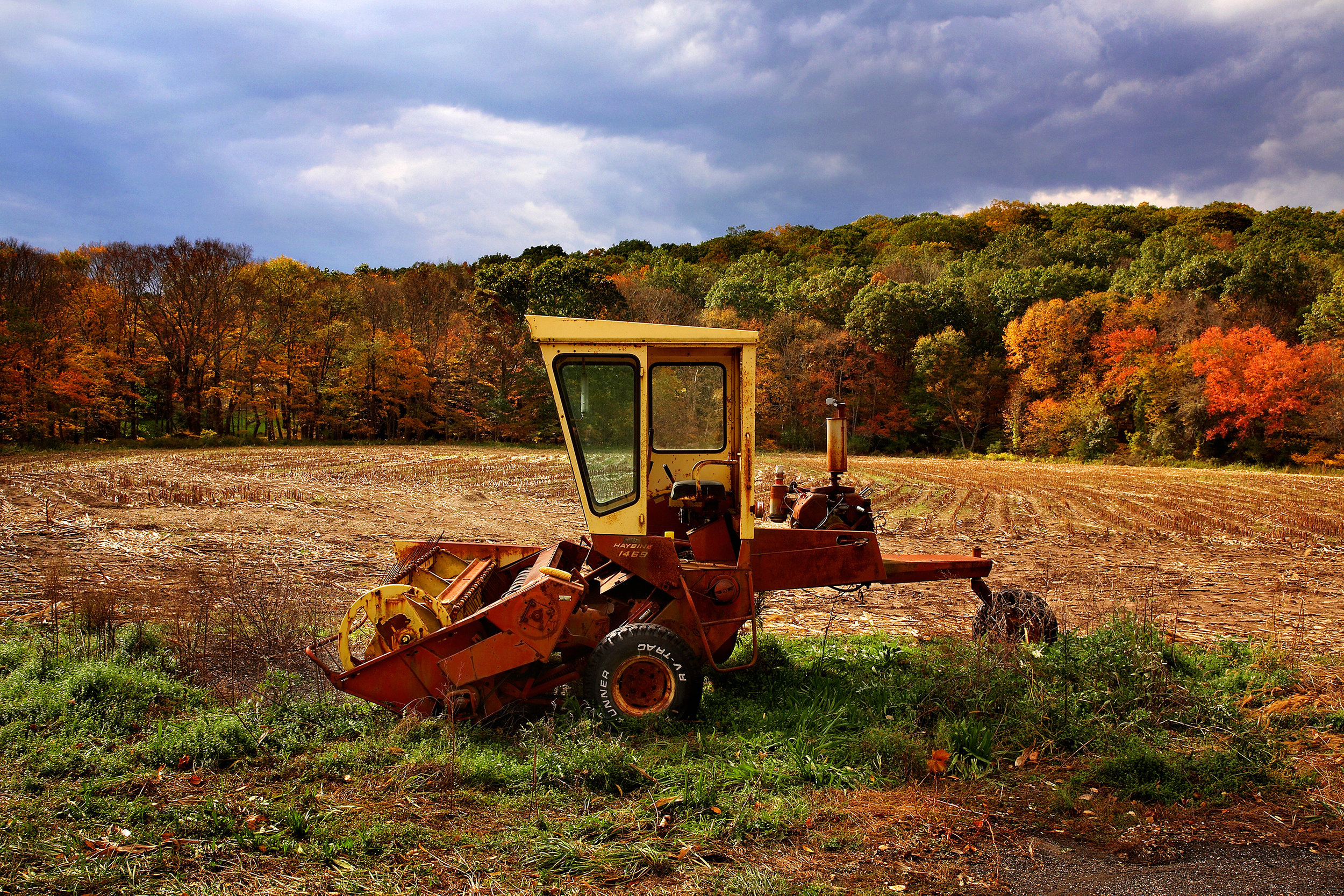FARM-TRACTOR-IN--CONNECTICUT-FIELD-LANDSCAPES-101511--©-JONATHAN-R.-BECKERMAN-PHOTOGRAPHY---3.jpg