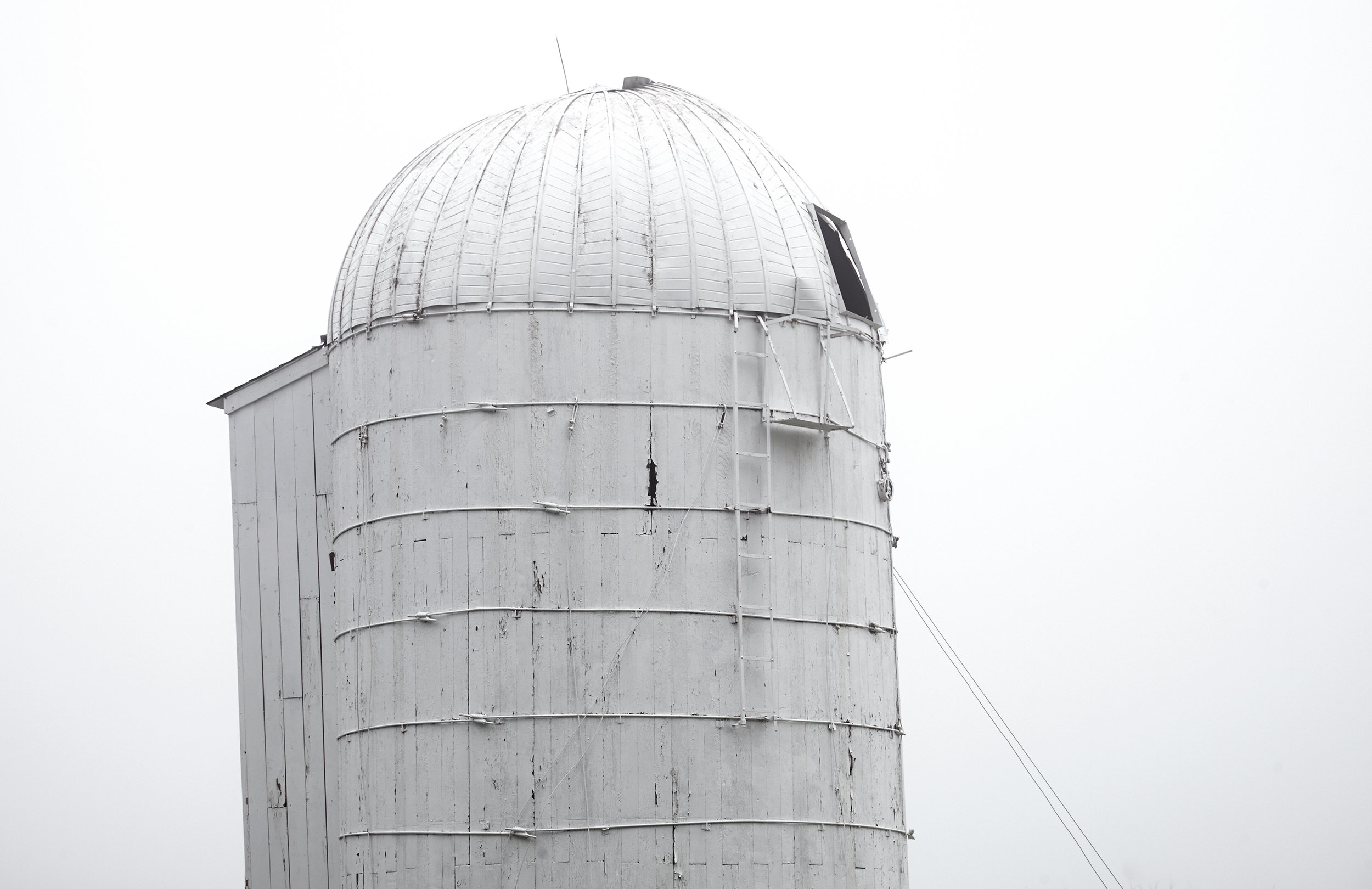 WHITE-SILO-NEW-ENGLAND-FARM-LANDSCAPE-©-JONATHAN-R.-BECKERMAN-PHOTOGRAPHY.jpg