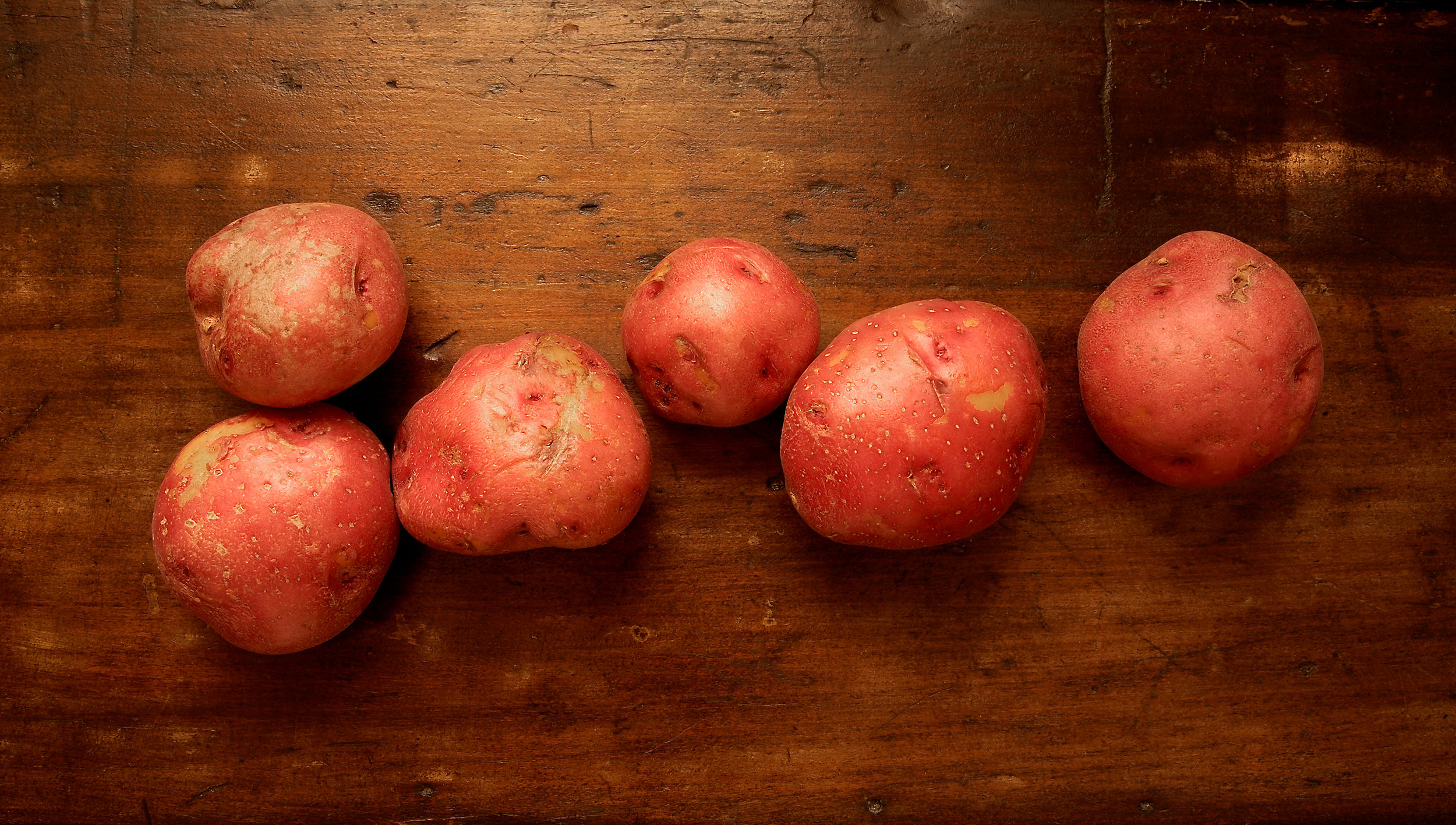 POTATO-ORGANIC-ROOT-VEGETABLE-ON-WOOD-©-JONATHAN-R.-BECKERMAN-PHOTOGRAPHY.jpg