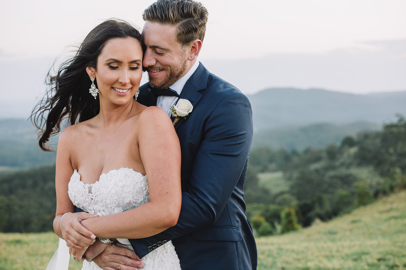 Relaxed wedding photos that capture emotions