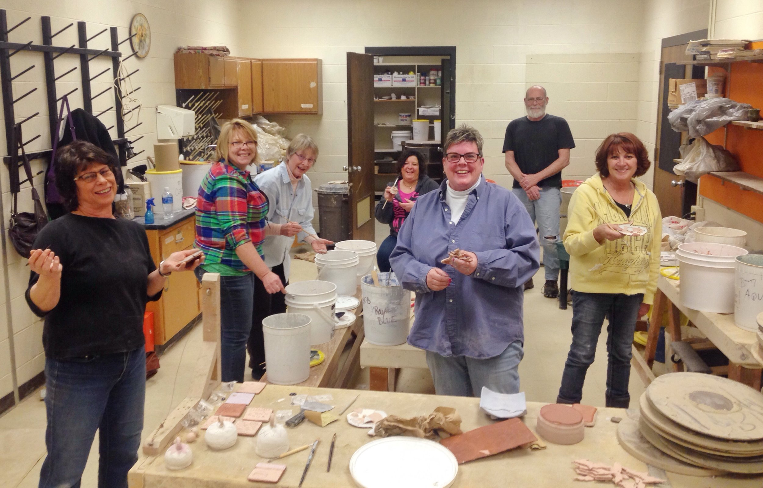 A full pottery room full of amazing people is a wonderful sight!