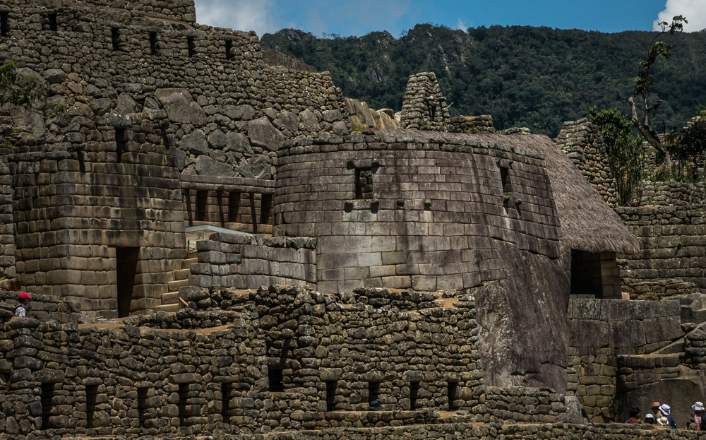 Here, we see the distinction between the construction of the lower wall, and that of the Temple of the Sun just above.